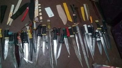 Incautan numerosas armas blancas en requisa en Tacumbú