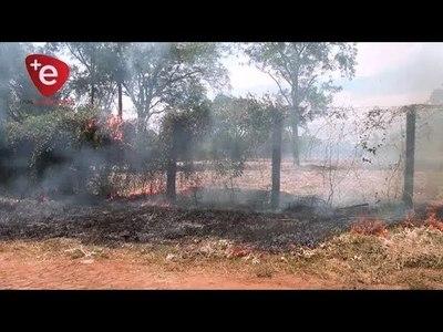 INCENDIOS DE PASTIZALES EN ITAPÚA PREOCUPA A BOMBEROS