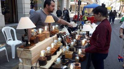 Feria de artesanía y gastronomía llena de vida la calle Palma
