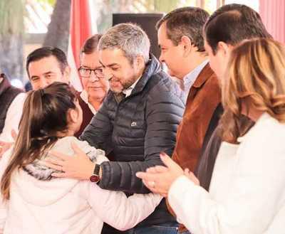 Gobierno entrega 1.000 becas y reafirma compromiso con la educación en Misiones