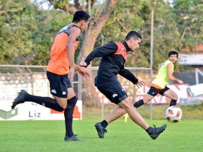 Pedro Sarabia prepara variantes para enfrentarse a Olimpia