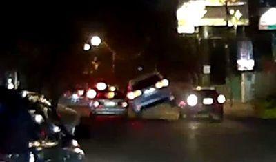 En las redes piden identificar a conductor que chocó y huyó