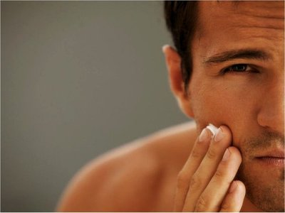Ellos  también pueden cuidar la  piel con  cremas hidratantes  y antiedad