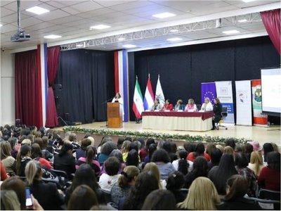 Multitudinario panel de mujeres políticas con miras al 2020