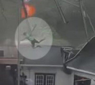 Fuertes ráfagas de viento lanzaron a joven 6 metros al aire
