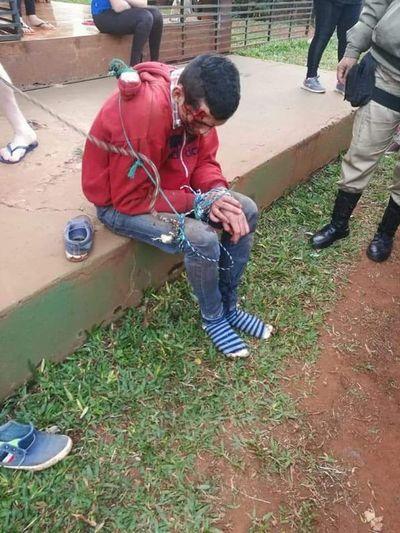 Detenidos tras asaltar y caer de la moto