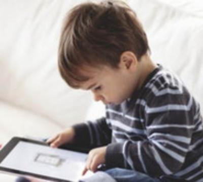 """Psicólogo: """"Se recomienda 0 celular hasta que el niño cumpla 2 años"""""""
