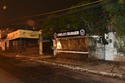 Malvivientes asaltan local de comida rápida en Lambaré