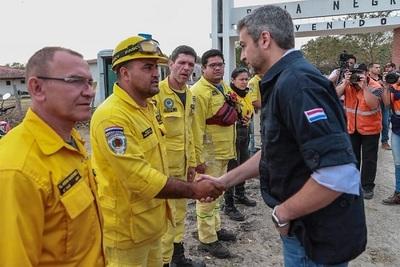 Abdo Benítez verifica trabajos contra incendios en el Chaco