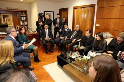 Ministra Peña recibió a Asociación de Jueces