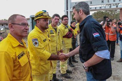 Presidente visita zona de incendios y anuncia ayuda internacional