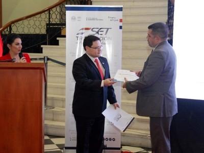 Óscar Orué asume como nuevo viceministro de Tributación