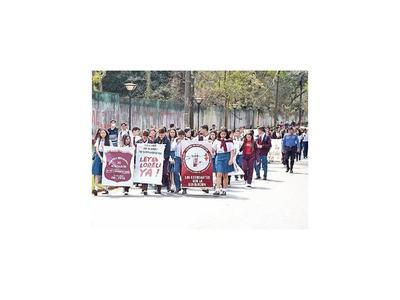 CDE: Estudiantes se movilizan a favor de pacientes con fibrosis