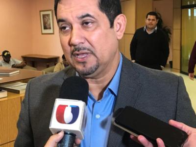 Aconsejan a Julio Ullón renunciar a su cargo porque le 'desgasta al presidente'