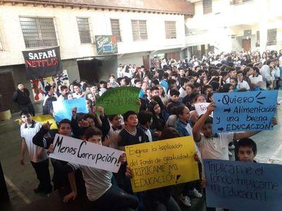 Secundarios de colegios independientes se suman a movilización estudiantil
