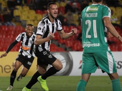 Atl. Mineiro sella su pase a semifinales festejando en Colombia