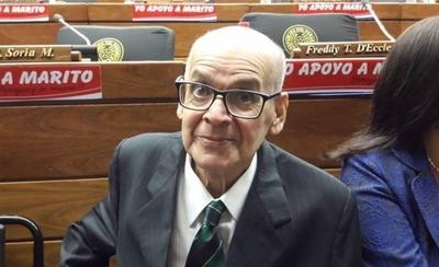 HOY / Tras esperar una hora a diputados impuntuales, Blas Servín recibe condecoración