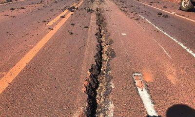 Maquinaria destruye capa asfáltica de ruta Naranjal-San Cristóbal