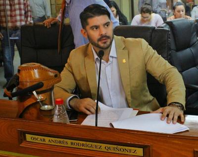 """Óscar Nenecho: """"La Municipalidad es inviable, todos los meses empieza con"""