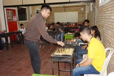 Taller de ajedrez en el San Martín de Porres