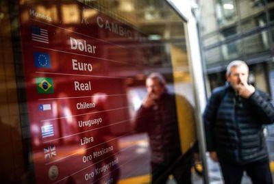Alta volatilidad, moneda argentina sigue en caída