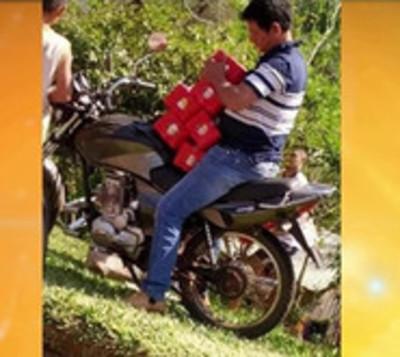 Camión tumbó y vecinos aprovecharon para robar cerveza