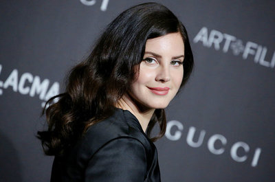 "Lana del Rey estrenó el videoclip de su single ""Doin' Time"""
