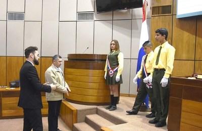 Estudiantes luqueños entonan Himno Nacional en el Congreso •