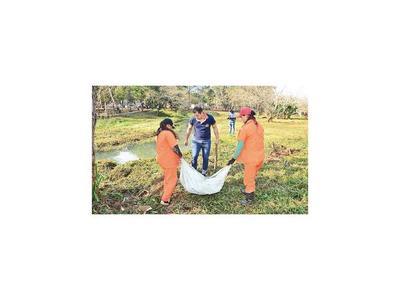 Retiran 7 toneladas de basura cerca del Lago de  la República