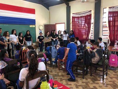 Universitarios brindaron alegría a escolares de Zanja Pyta