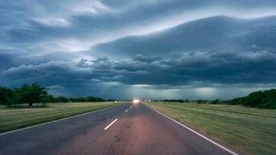 Rige una alerta meteorológica por lluvias y tormentas intensas para varios departamentos