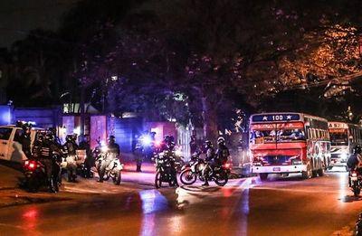Hinchas detenidos declaran ante la Fiscalía tras fatal disturbio en SND