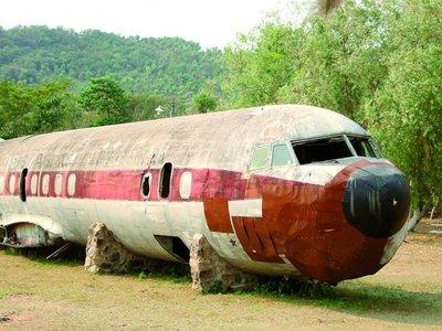 El avión de Stroessner duerme sobre los cerros de Pirayú