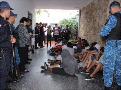 Fiscalía imputa a más de 150 hinchas de Cerro y Olimpia