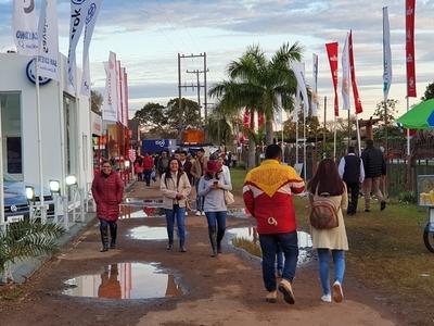 Mejora el tiempo y las familias acuden a la Expo Norte