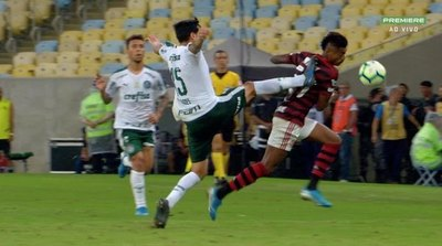 Gustavo Gómez fue expulsado en el Palmeiras
