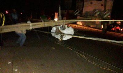 Motociclista huyó de control policial, chocó contra columna y dejó a vecinos sin energía eléctrica