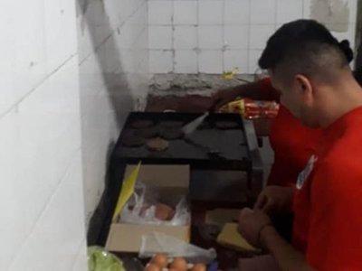 Cocinaron para Linces tras robar caja de hamburguesas