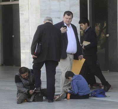 Amarilla espera que la Corte defina su pedido de volver al Senado