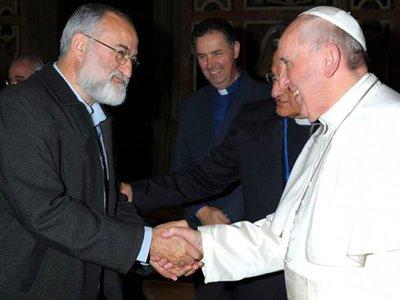 """Nuevo cardenal nacionalizado paraguayo: """"Siempre se interesa por lo que pasa acá"""""""