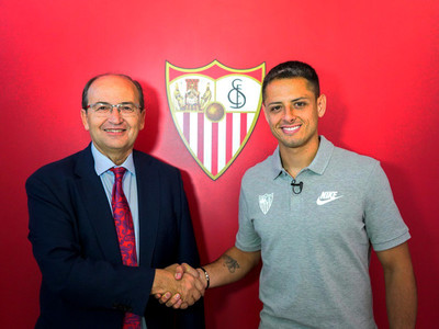 Javier Hernández es presentado en Sevilla
