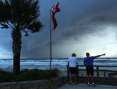 EEUU evacúa la costa a la espera de Dorian, que deja cinco muertos en Bahamas