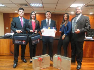 Con la entrega de premios finaliza exitosa competencia Moot Court