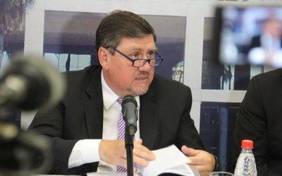 Llano presenta declaración jurada de su patrimonio