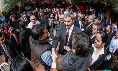 Escrachan a Abdo Benítez durante acto oficial