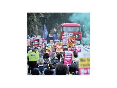 Opositores  dan un  duro golpe a Boris Johnson por el brexit