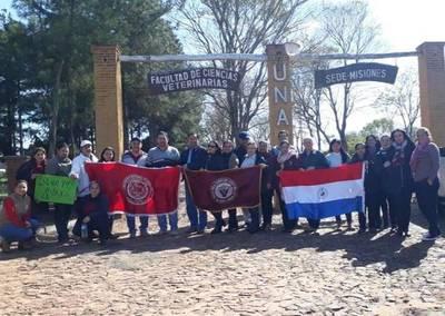 Misiones; docentes de las cinco facultades de la UNA, siguen de paro académico