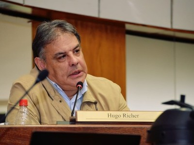 'Si la Cumbre de Poderes era para decir que tenemos que ajustarnos los cinturones, lo hubiesen hecho vía whatsapp', sostiene Hugo Richer