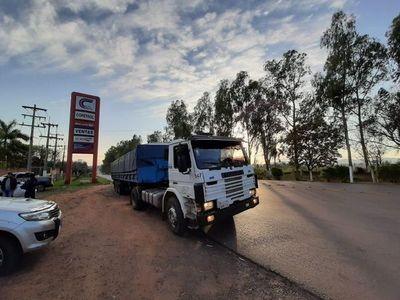 Interceptan camión que llevaba droga en los tanques de combustible