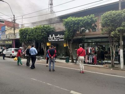 Incendio parcial de comercio sanlorenzano